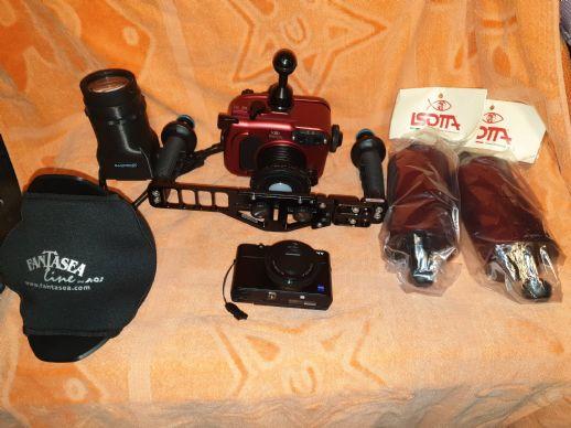 Fotocamera Sony RX100II con Isotta e acc