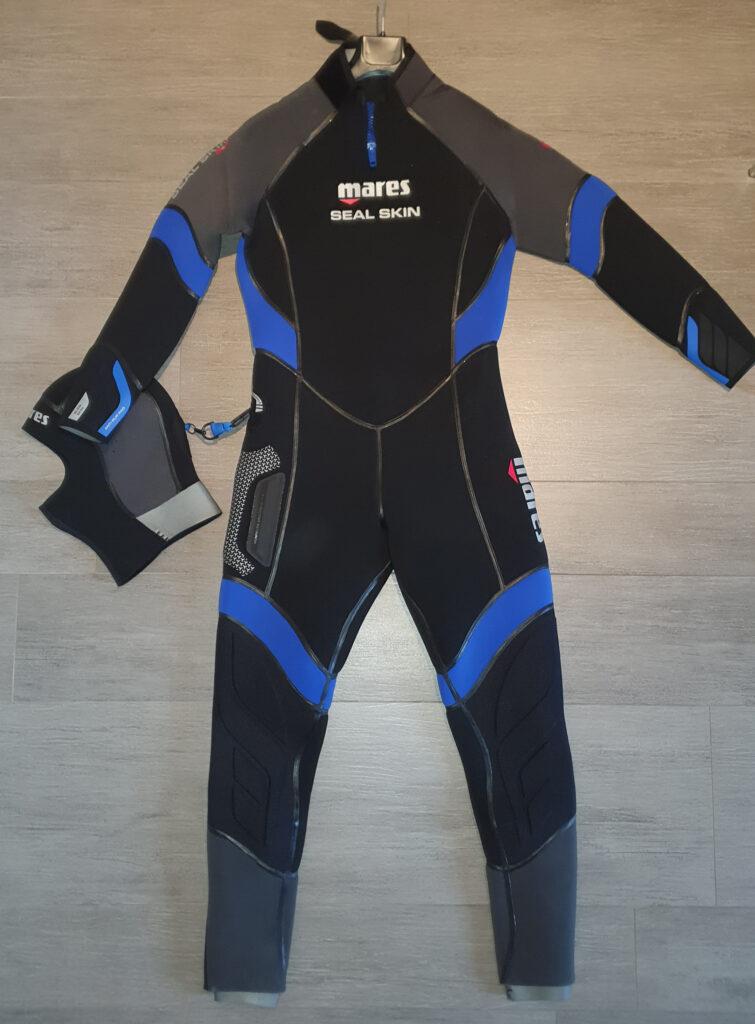 Vendo Muta Mares SEAL skin 6mm Uomo Colore Nero & Blu con cappuccio praticamente nuova causa taglia errata.